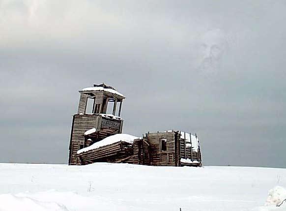 Купола.  Над разрушенным храмом виден лик.